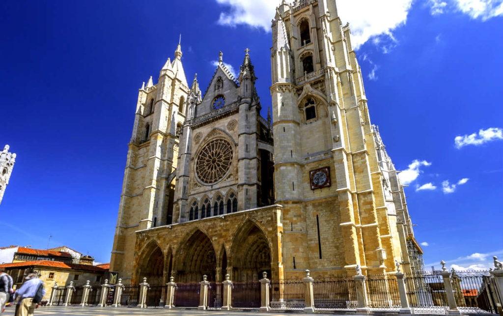 """Cs da """"marcha atrás"""" y apoya la 6ª Iglesia de Majadahonda """"más grande que la catedral de León"""""""