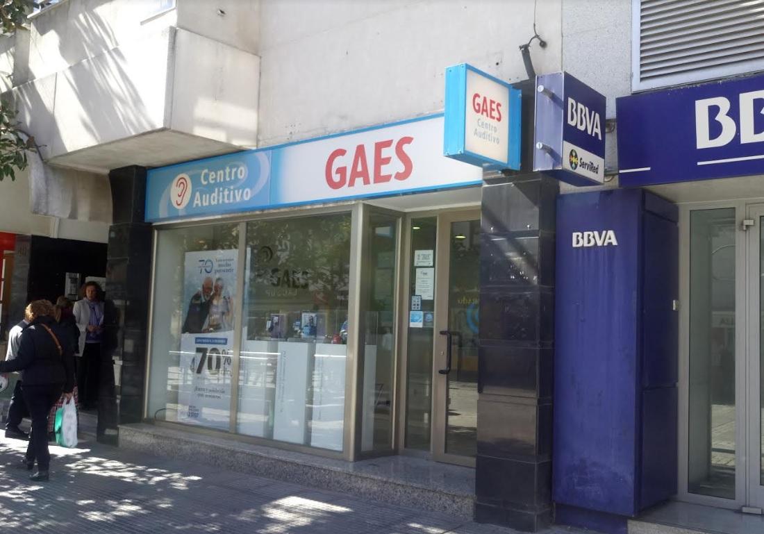 Roban dinero y material en el Centro Auditivo GAES de Majadahonda pero dejan los audífonos