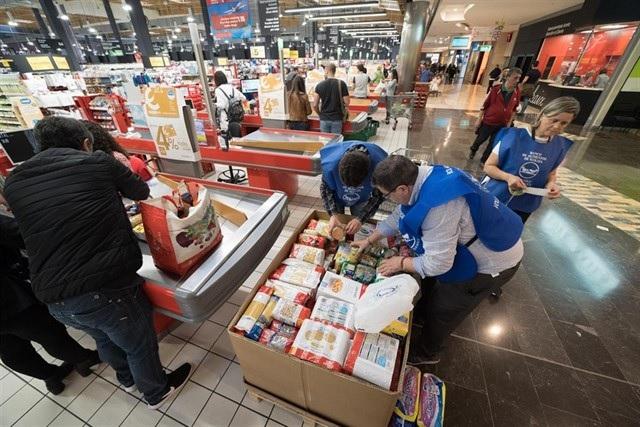 """Una ONG de Segovia acude a Majadahonda para recoger alimentos: """"hay familias que no se alimentan todo el mes"""""""