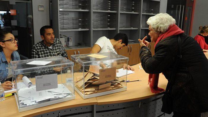 """Política Majadahonda: curso rápido para Mesas Electorales, el voto de """"Willy"""" Ortega y orden de alejamiento para la asesora de Podemos"""
