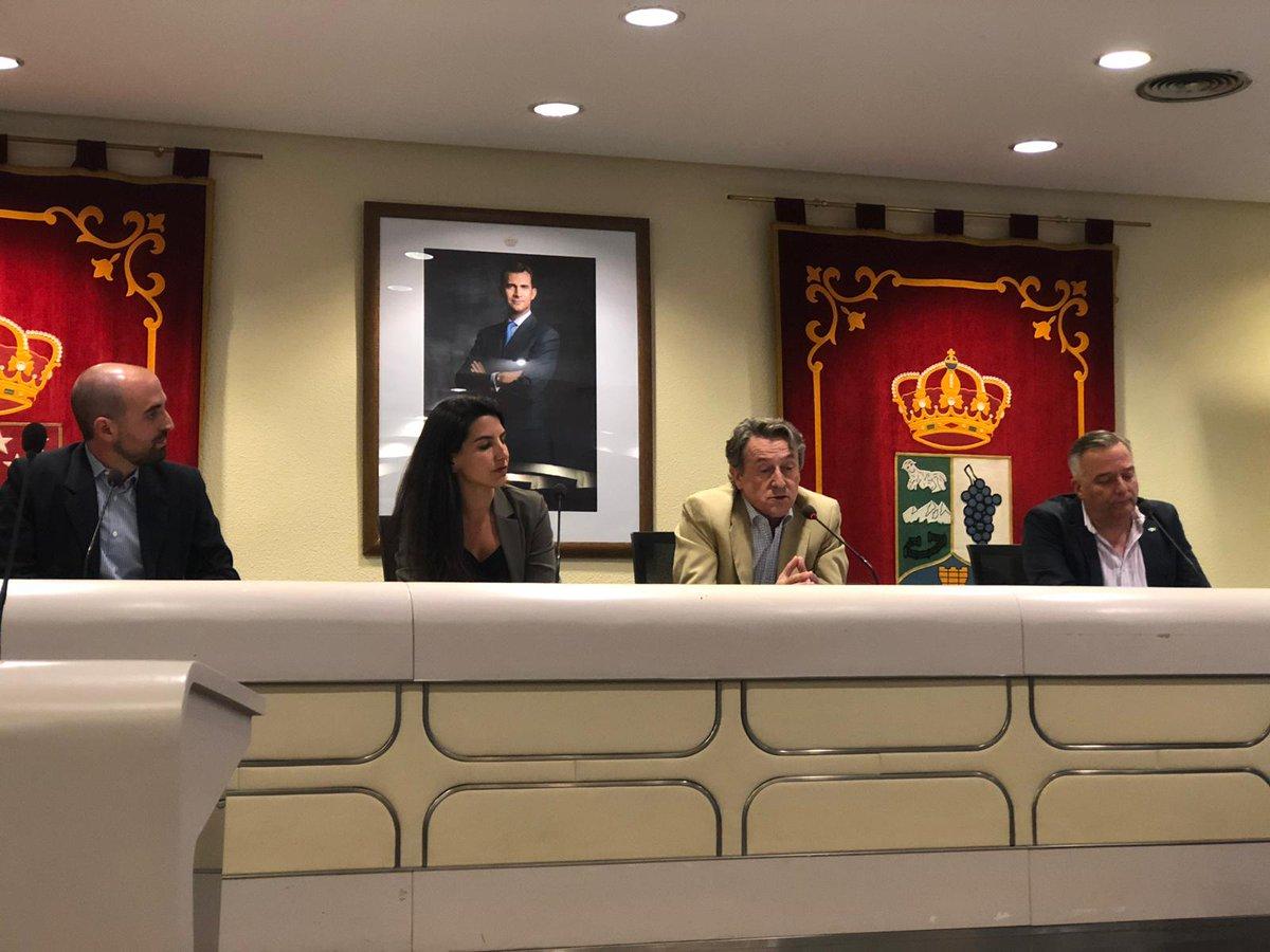 """Rocío Monasterio (Vox) visita Majadahonda y se presenta """"Todo es Mentira TV"""": fotos del acto y reseñas"""