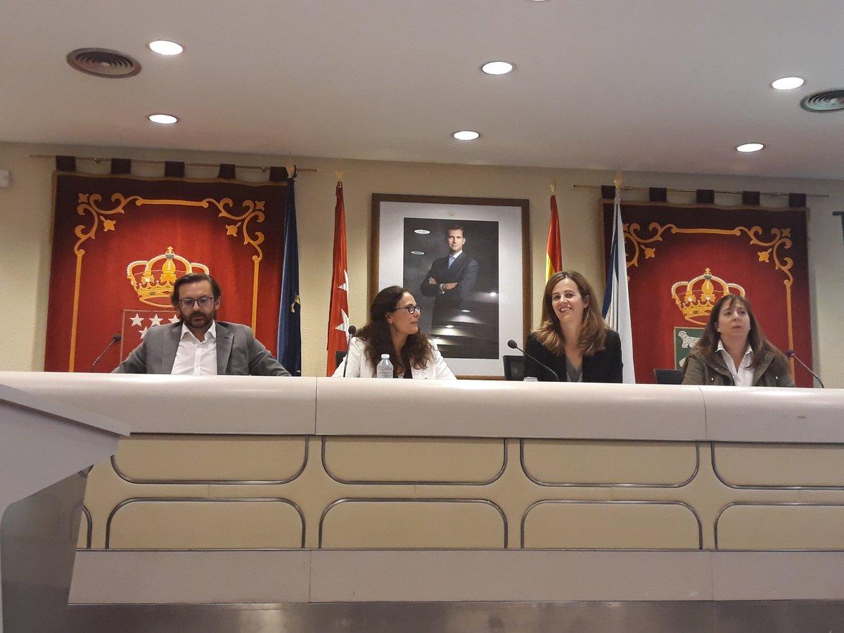 Ana Elliot (Cs) presenta su programa electoral desde el sillón del alcalde de Majadahonda