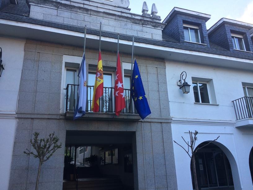 Rubalcaba: banderas a media asta en el Ayuntamiento de Majadahonda y tristeza en la calle Panamá