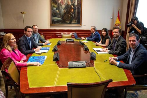 Pactos Oeste Madrid: PP, Cs y Vox esconden sus cartas y sacan sus plumas con PSOE a la espera