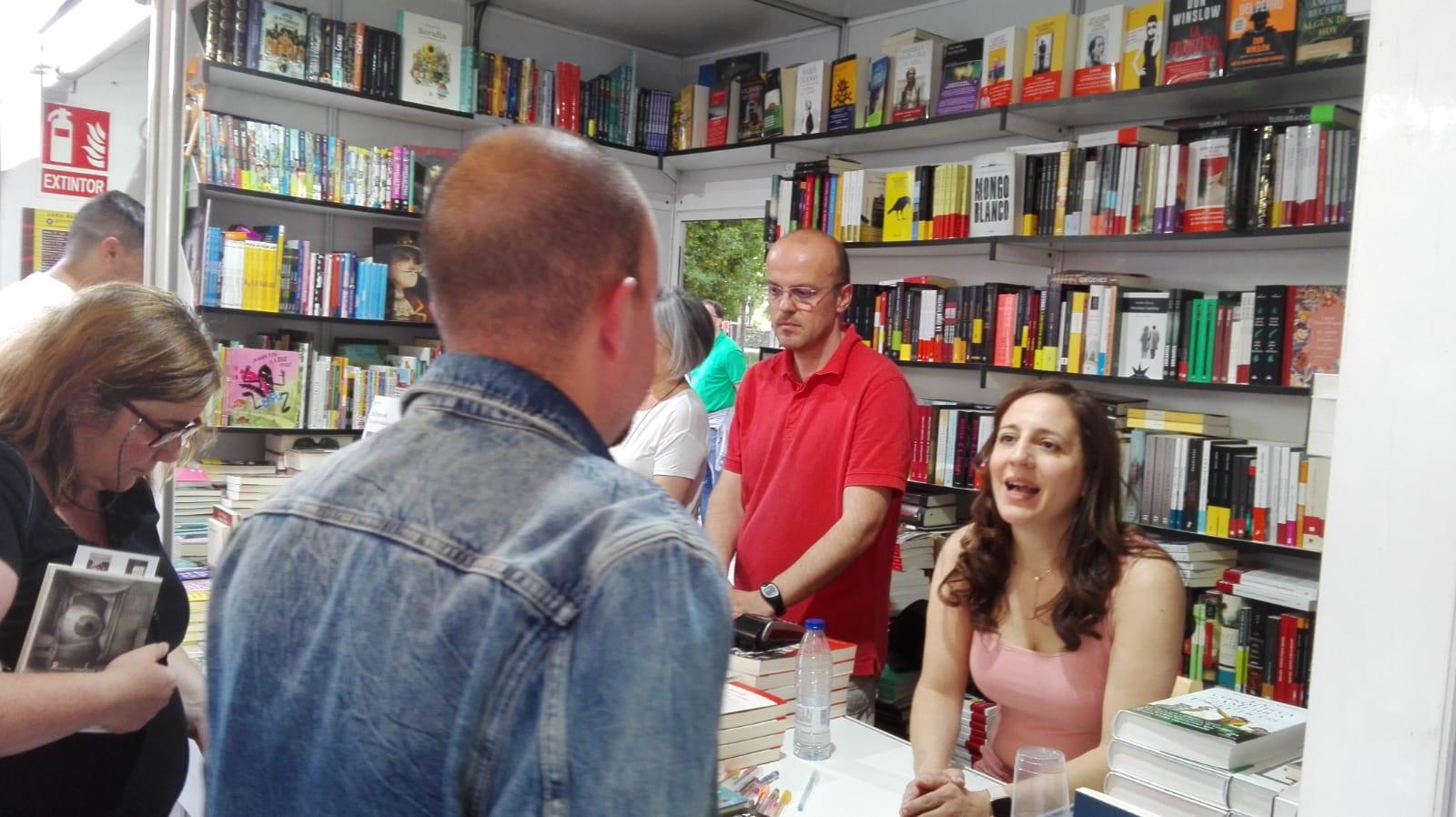 Ana Lena, otra escritora de Majadahonda que triunfa en la Feria del Libro de Madrid 2019