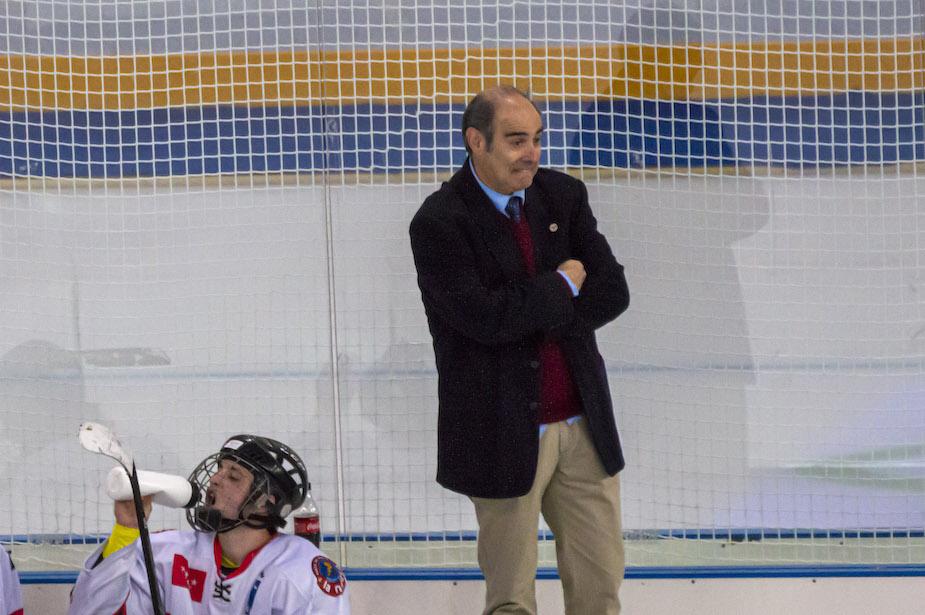 Karlos Gordovil (SAD Majadahonda) cumple 40 años como entrenador de Hockey Hielo: anécdotas, triunfos y sinsabores