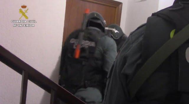 Las fotos y el vídeo de la detención en Majadahonda de 2 de los 3 atracadores de un banco que vivían en el Pardillo
