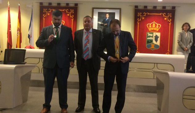 """Vox ha montado un """"chiringuito"""" para gestionar las viviendas municipales de Majadahonda """"con la complicidad del PP"""", según Cs y PSOE"""