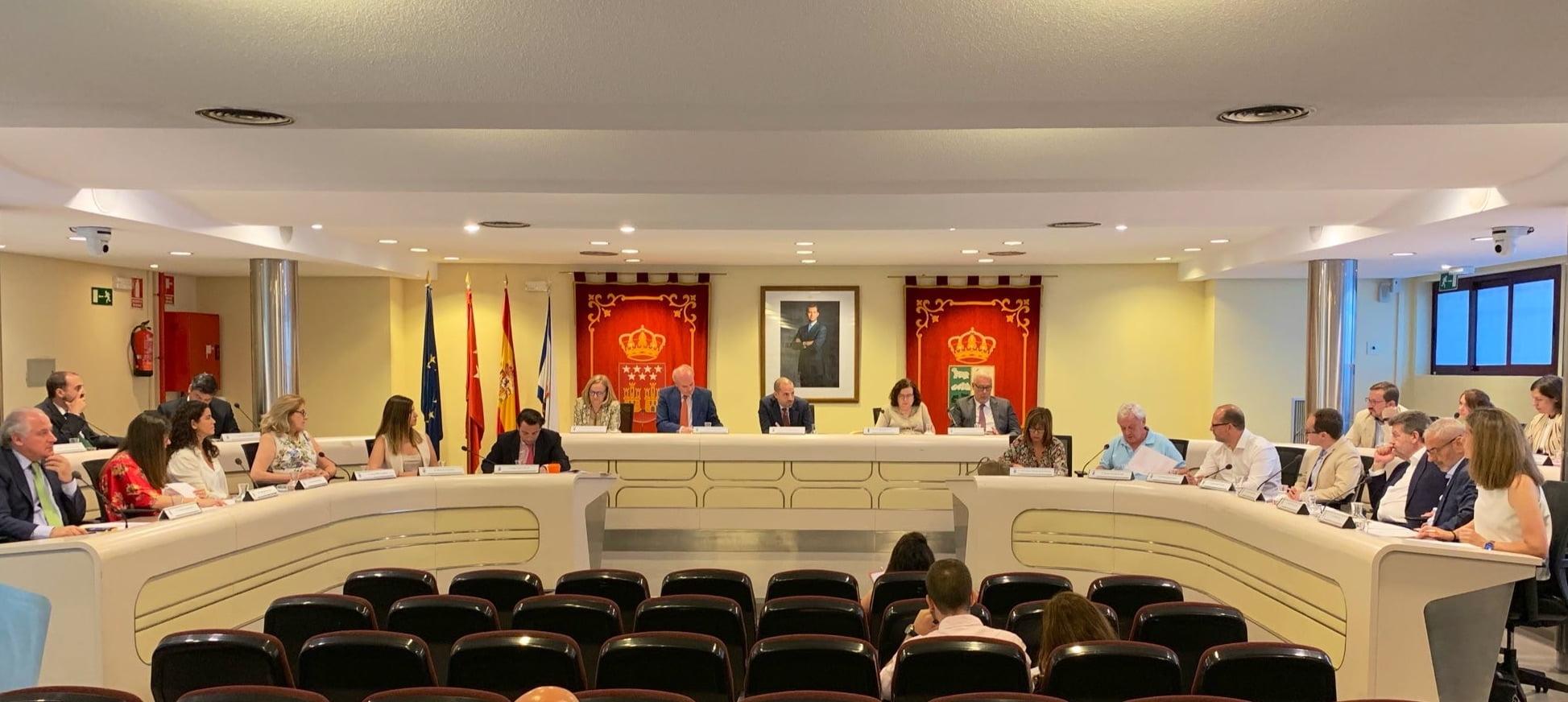 Pleno del Ayuntamiento de Majadahonda: subida de sueldos, cesión de parcelas municipales y debate económico