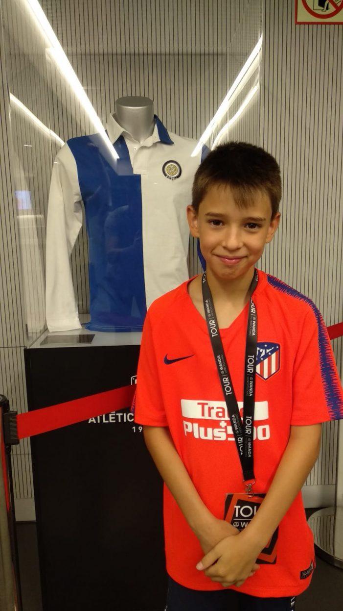 Un niño de Majadahonda recibe como cumpleaños una camiseta de manos de Joao Félix (At. Madrid)