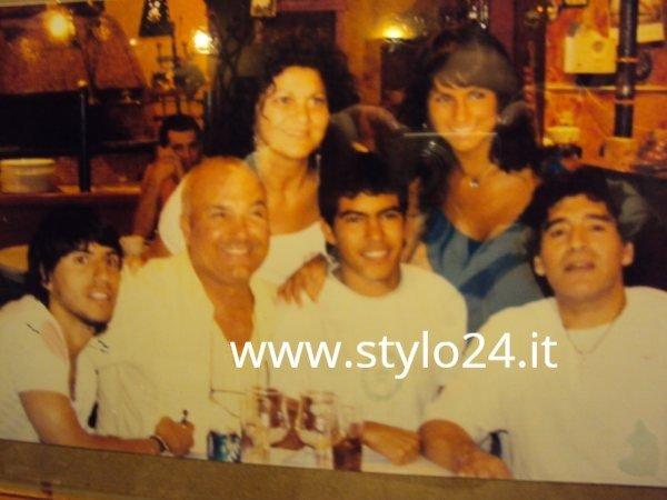 """La policía italiana vuelve a relacionar a la pizzería """"Bella Napoli"""" (Majadahonda) con Maradona y la Camorra"""