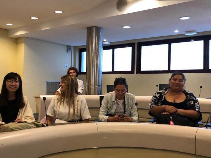 """Los """"embajadores internacionales"""" del Rotary Majadahonda visitan el Ayuntamiento y la Biblioteca"""