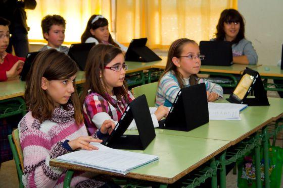 El Colegio Machado de Majadahonda suprime los libros de papel: premio BBVA y CAM