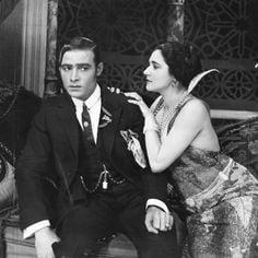 """""""Haciendo el amor con la fogosa y licenciosa Eloína"""" (Memorias de un soldado de Majadahonda, año 1928)"""
