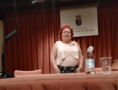 """""""El alma se recrea en la palabra"""", poemario de Isabel Díez Serrano al pie del Monte Abantos (El Escorial)"""