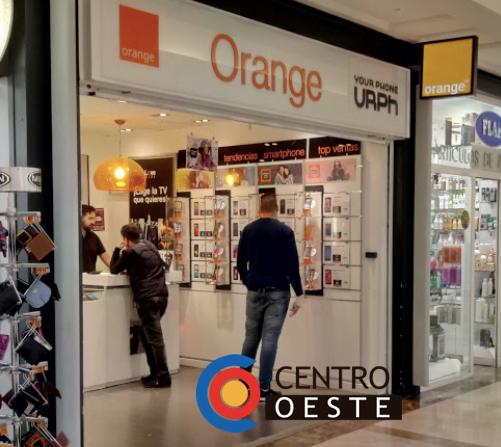 4 encapuchados asaltan con mazas y clientes dentro la tienda Orange del Carralero (Majadahonda)