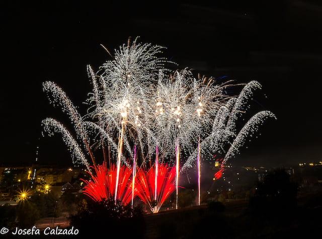 """Josefa Calzado: """"Mis 25 mejores fotografías sobre los fuegos artificiales de las Fiestas de Majadahonda 2019"""""""
