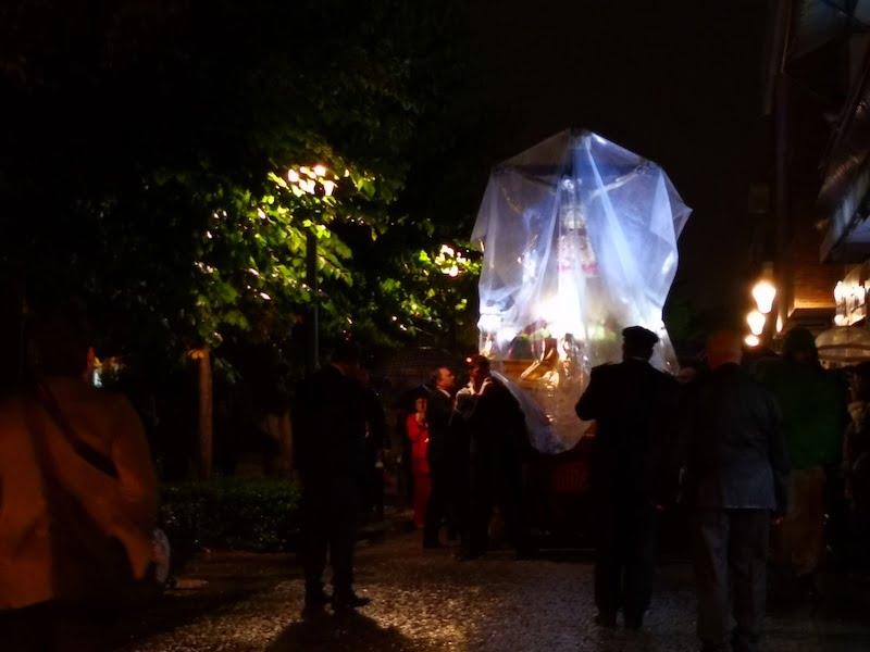 El diluvio en Majadahonda anula la procesión del Cristo tras una ágil intervención policial