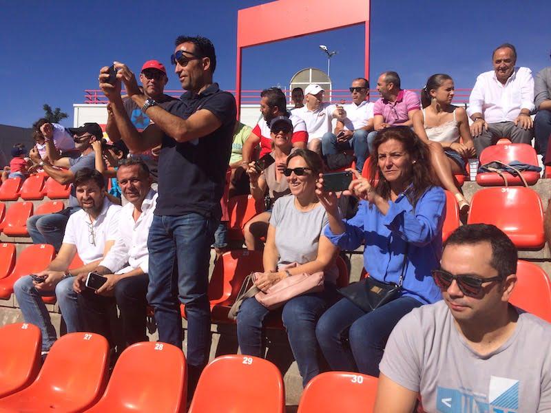 Las fotos del público del Rayo Majadahonda que se divirtió con la mañana soleada de goles y victoria ante el Getafe