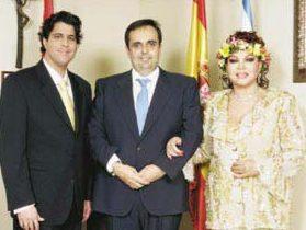 """""""Vanity Fair"""": el ex alcalde """"Willy Ortega"""" sigue siendo """"famoso"""" por la boda de Sara Montiel en el Ayuntamiento de Majadahonda"""