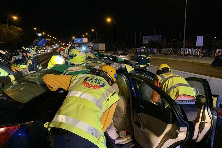 """Guardia Civil: el """"despiste"""" de un conductor de 76 años que iba en sentido contrario por el Bus Vao (A-6) causó el choque frontal con 8 heridos"""