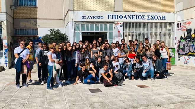 """El viaje a Italia y Grecia de los estudiantes """"erasmus"""" del Saramago (Majadahonda) en la prensa italiana"""