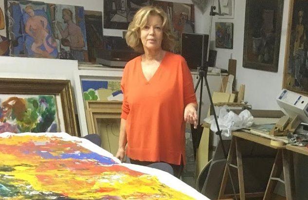 """Aracely Alarcón, la pintora de Majadahonda que dibujó un sello postal sobre la Constitución: """"Me gusta el impresionismo"""""""