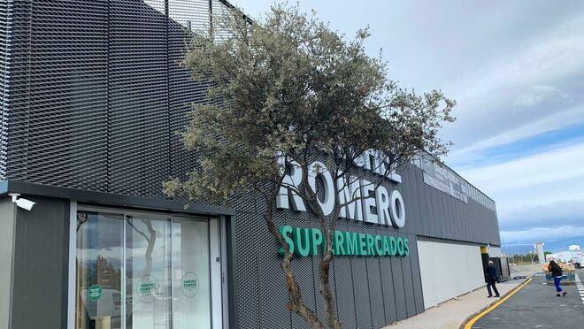 Supermercados Sánchez Romero entra en el negocio de las gasolineras por Majadahonda y Boadilla
