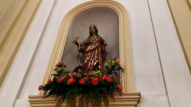 El párroco Ruano cuenta la historia de la filósofa Catalina, patrona de Majadahonda frente a la científica Hypatia