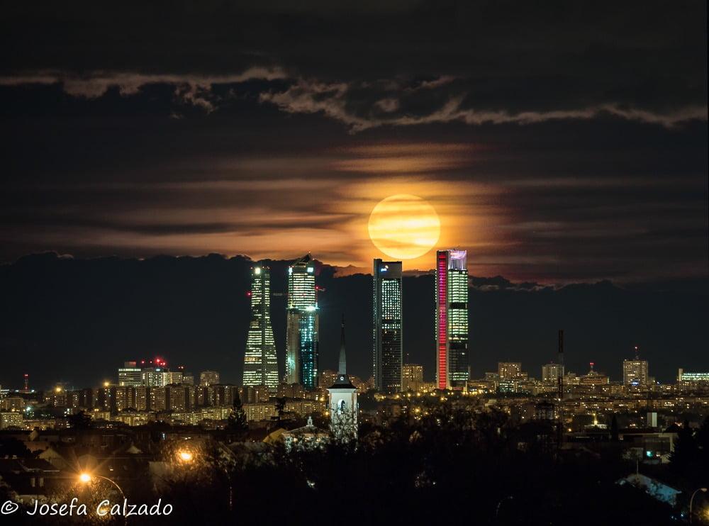 La fotógrafa de Majadahonda Josefa Calzado capta la luna llena de noviembre: así afecta a los signos astrales