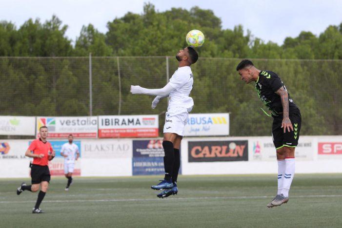 """Rayo Majadahonda no se """"despeña"""" en Ibiza y saca 1 punto en un partido de gafas, calvas y remiendos"""