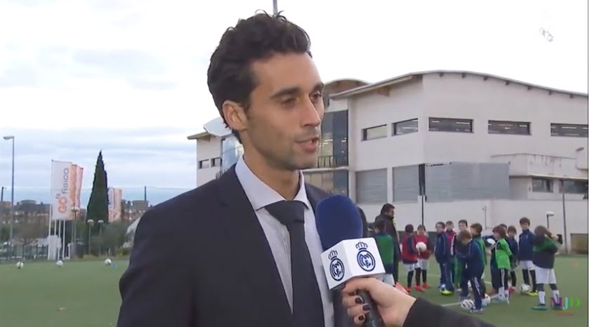El futbolista Arbeloa visita Majadahonda con la Fundación Real Madrid: 200 niños en su escuela