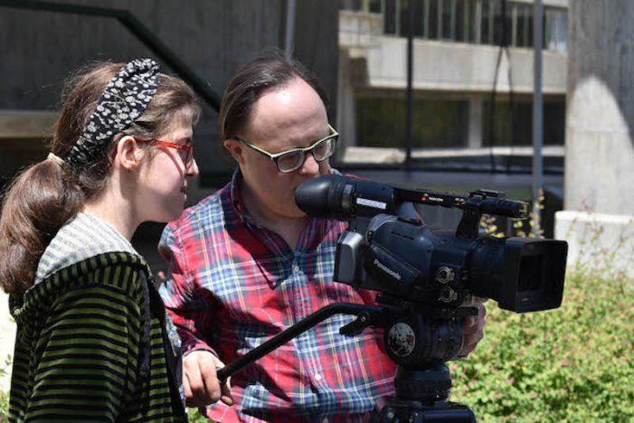 Discapacidad: Pecharromán enseña cine y vídeo en la Fundación Gil Gayarre (Majadahonda)