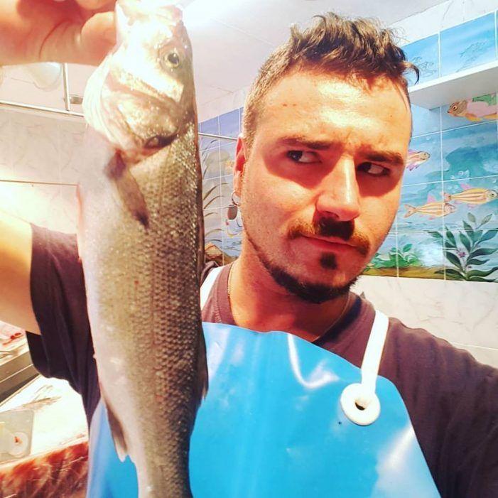 """El """"capitán Jack Enciso"""", un influencer de Majadahonda con pescadería en el Pardillo y 1,4 millones de seguidores"""