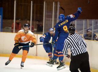 Hockey Hielo: El gol de Fernández Pola (Majadahonda) no le basta a España para derrotar a Holanda y clasificarse para las Olimpiadas
