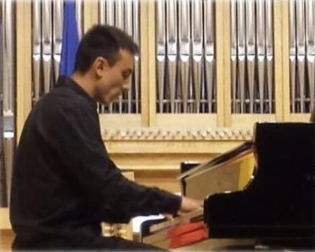 """El pianista Miguel Yota (Conservatorio Majadahonda) presentado como una """"estrella"""" en Móstoles"""