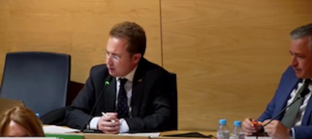Vox Boadilla insta a que se pidan explicaciones a Vox Majadahonda, Pozuelo y Las Rozas por contratar a millonarios asesores: el debate