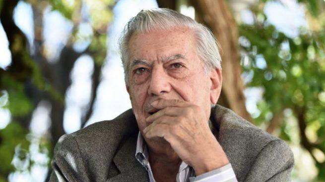 Escritores de Majadahonda critican a Vargas Llosa por aceptar el dinero del Premio Umbral