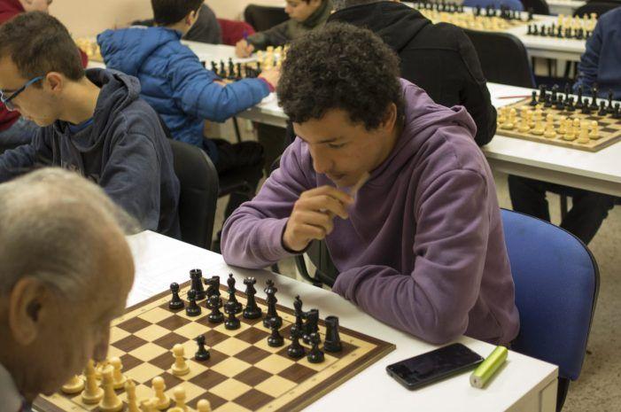 Insólito duelo entre un ajedrecista de 98 años y otro de 18: ganó El Molinillo de Majadahonda al Moratalaz