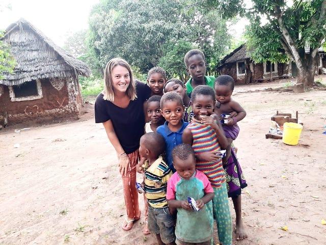 Una profesora de Majadahonda/Las Rozas pide ayuda para alimentar a los niños del bosque sagrado de Kenia