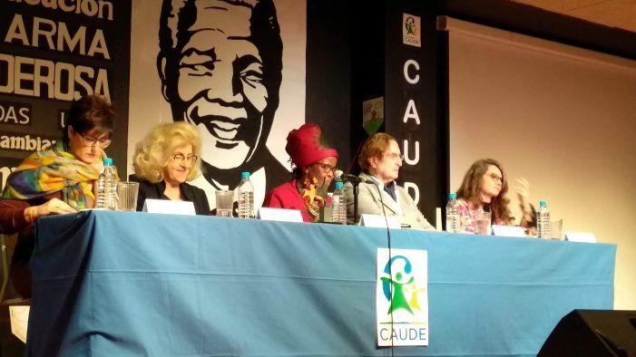"""Embajadores y diplomáticos en el """"Día de la Paz"""" y sus premios del Colegio Caude Majadahonda"""