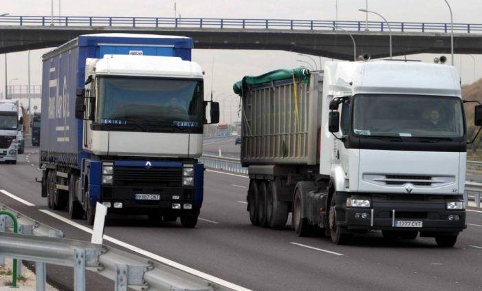 Un camionero y un jubilado de banca que trabajaban en Majadahonda regresan a sus pueblos en la Mancha y Galicia