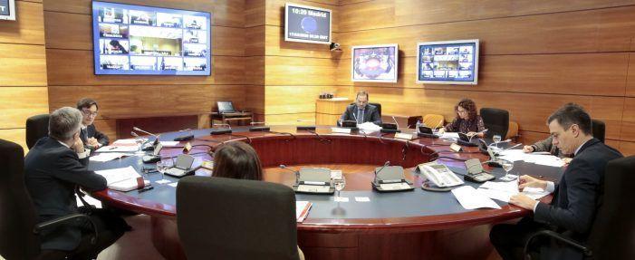 """El Gobierno garantiza luz, agua e internet y autoriza a los Ayuntamientos a emplear el superávit en """"gasto social"""""""
