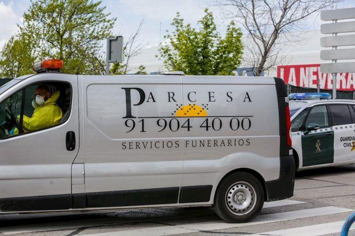 156 ataúdes de la Pista de Hielo de Majadahonda llegan de Asturias y los militares ayudan al transporte