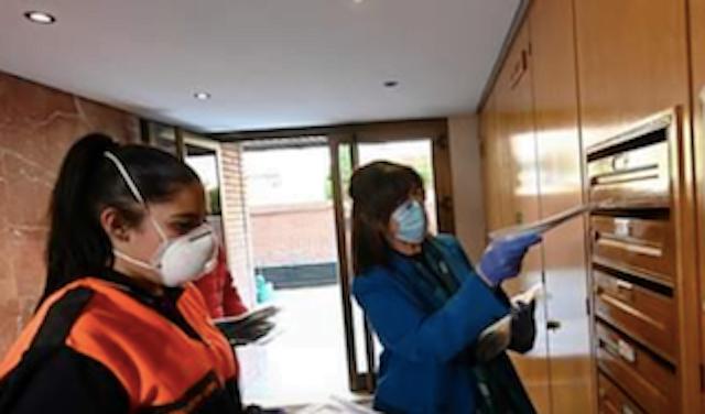 Los alcaldes de Pozuelo y Boadilla comienzan a repartir mascarillas en las casas: Majadahonda y Las Rozas aún no tienen