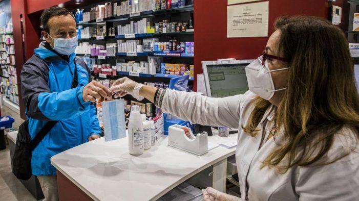 Una farmacéutica de Majadahonda y Pozuelo denuncia que le obligan a trabajar con coronavirus