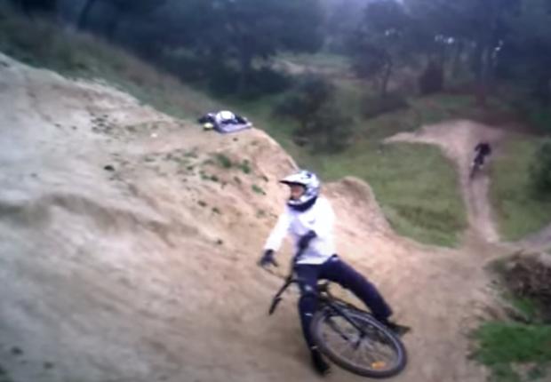 """Un joven ciclista lesionado grave medular en Las Rozas por una caída la noche de la """"desescalada"""""""
