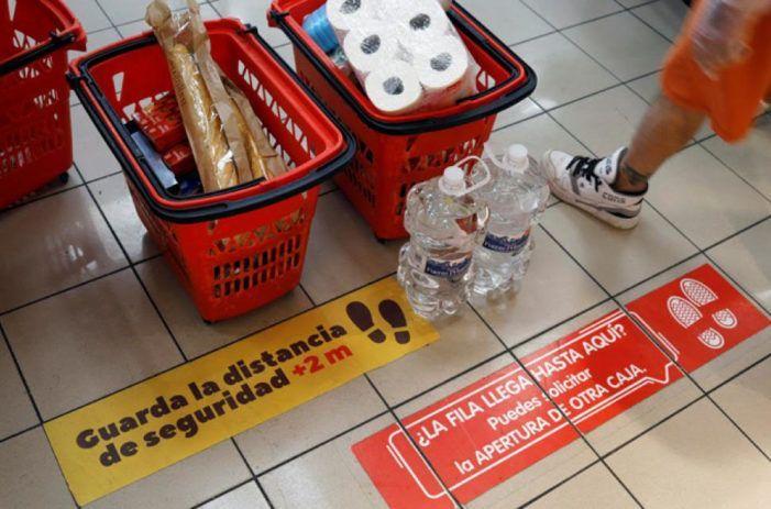 """Un cliente """"vulnerable"""" rompe la distancia de seguridad en una pastelería de Majadahonda"""