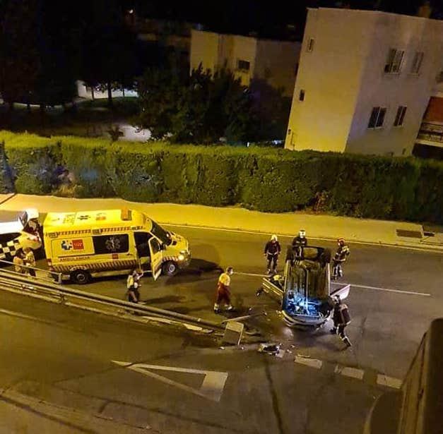 Las fotos del espectacular accidente de coche de dos chicas en Majadahonda: la conductora da positivo