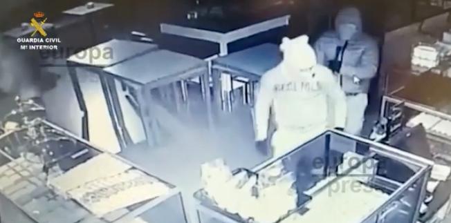 Video: la vigilancia de Guardia Civil Majadahonda, decisiva para desarticular una banda de butroneros que cometió 9 robos